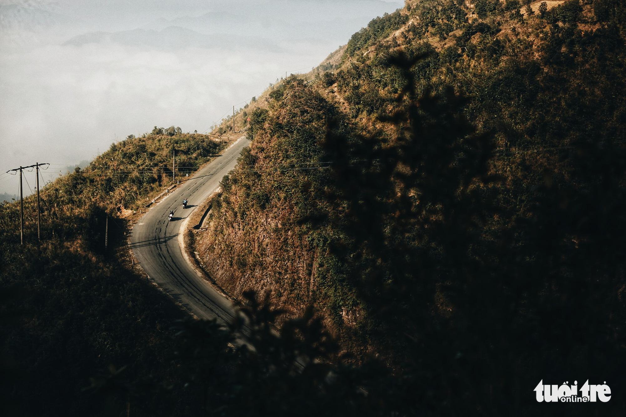 A mountain road leads to Tong Pang Village, Lam Thuong Commune, Luc Yen District, Yen Bai Province, Vietnam. Photo: Mai Thuong / Tuoi Tre