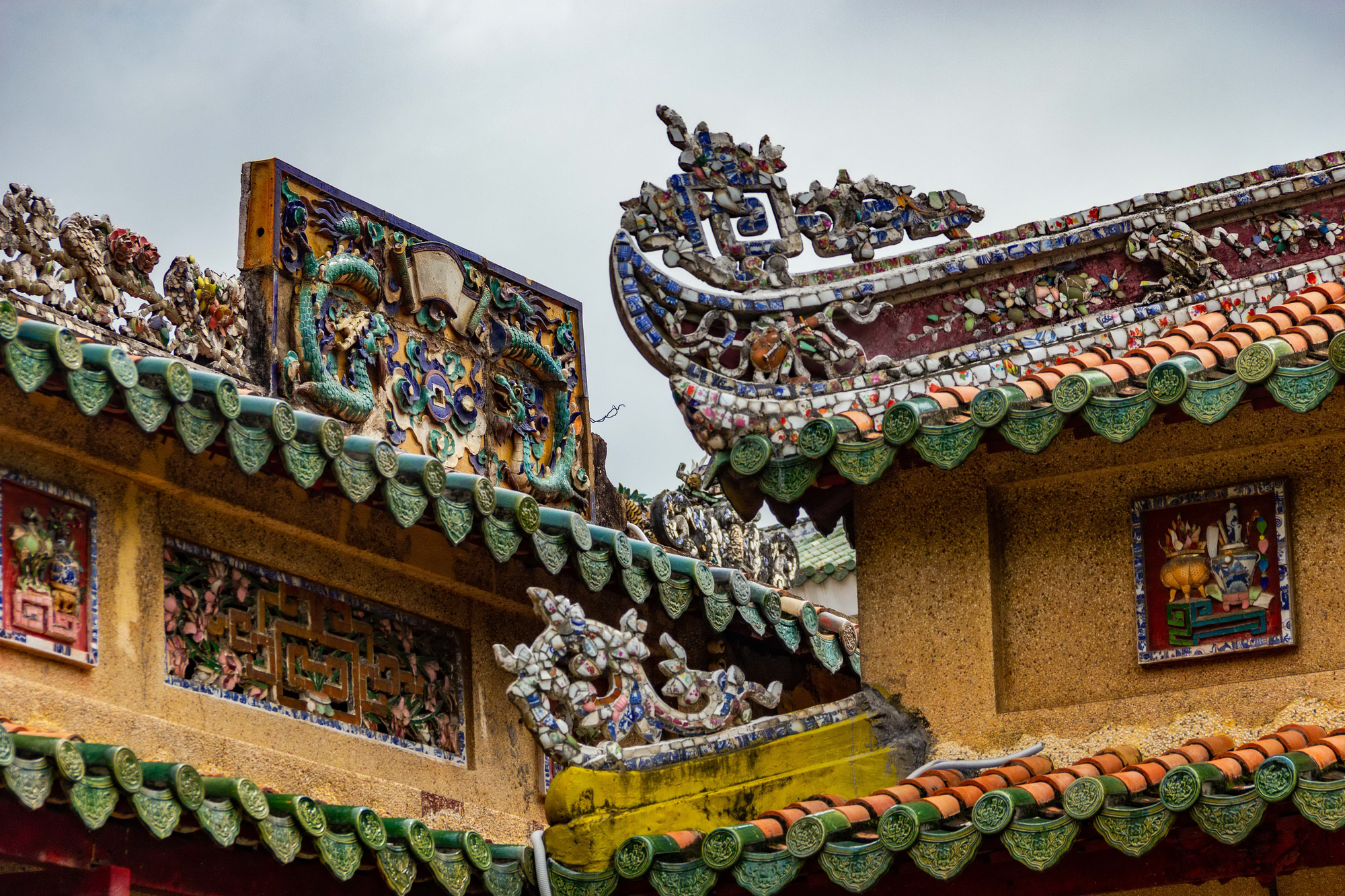 Details on the roof of the Tomb of Le Van Duyet, a major Vietnamese general in the Nguyen Dynasty, located in Binh Thanh District, Ho Chi Minh City, Vietnam, are seen in the photo. Photo: Tran Hong Ngoc / Tuoi Tre