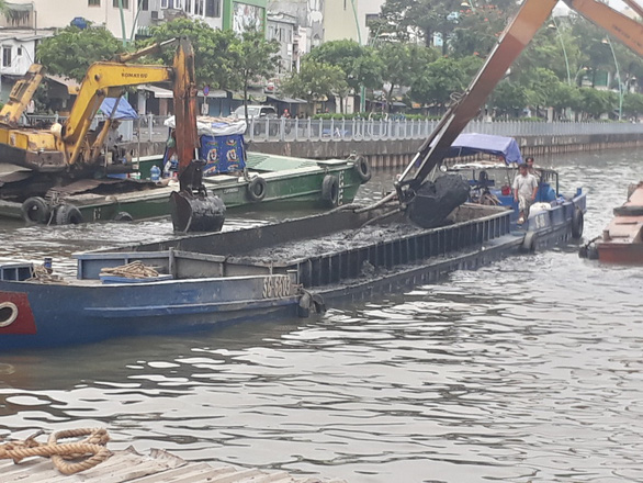 Ho Chi Minh City dredges polluted canal