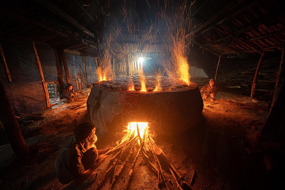 Award-winning photos portray hard-earned beauty of Vietnam's salt-making village