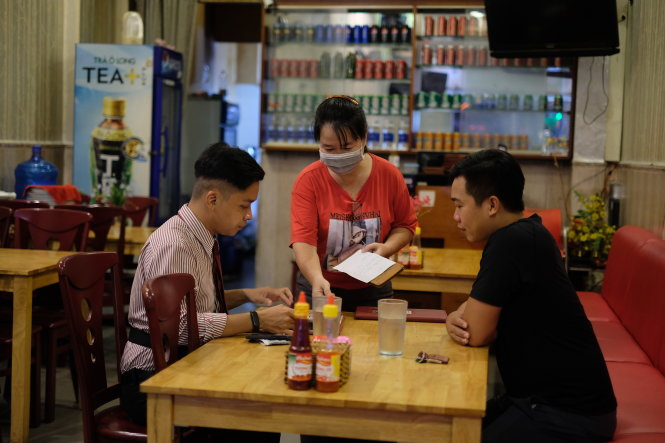 Customers in the 'backpacker area' in downtown Ho Chi Minh City are now mostly local people. Photo: Vu Thuy / Tuoi Tre
