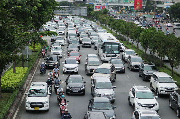 Traffic congestion on the section of Dien Bien Phu Street from the Saigon Bridge's end to the Hang Xanh intersection, October 5, 2020. Photo: Le Phan / Tuoi Tre