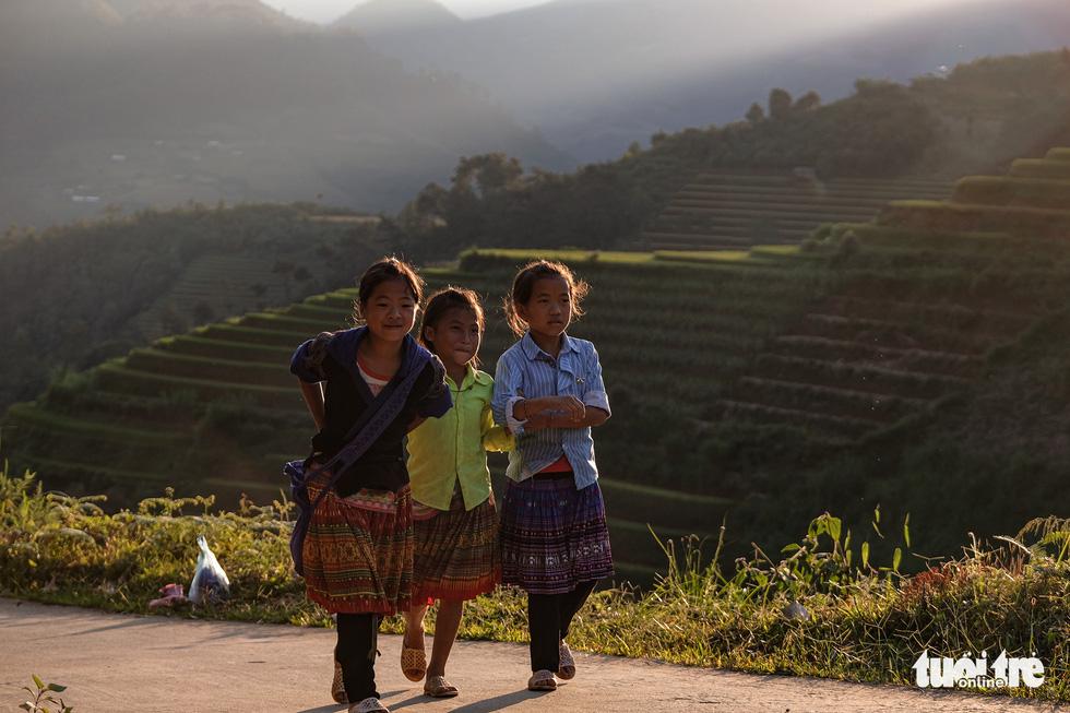 Local children go home after school in Mu Cang Chai District, Yen Bai Province, Vietnam. Photo: Nam Tran / Tuoi Tre