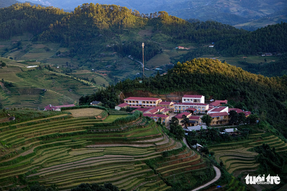 A local school stands in the middle of terraced fields. Photo: Nam Tran / Tuoi Tre