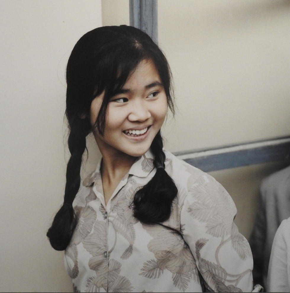 This photo taken by German photographer Thomas Billhardt in 1975 captures Hong Ly – a girl in Hanoi.