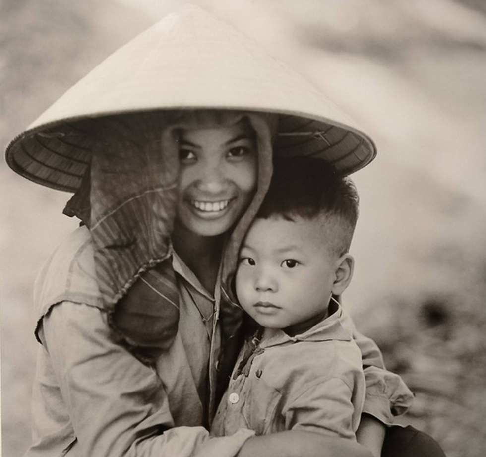 A woman and her son are seen in this photo taken in Hanoi by German photographer Thomas Billhardt during the 1970s.