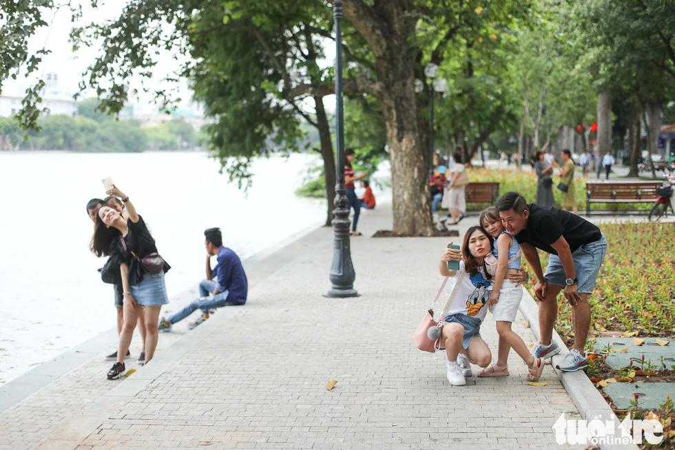 Promenade around Hoan Kiem Lake in Hanoi gets full-on facelift