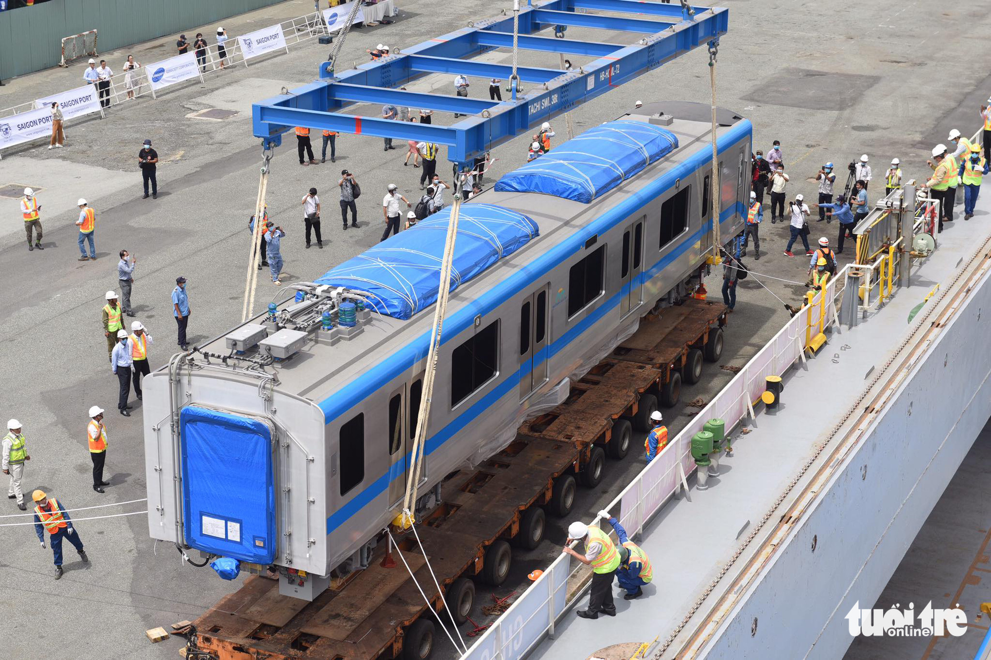 A train carriage is being unloaded at Khanh Hoi Port in Ho Chi Minh City, October 8, 2020. Photo: Quang Dinh / Tuoi Tre