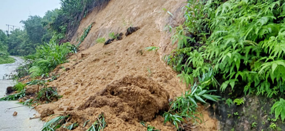 A landslide caused by heavy rain in Tay Giang District, Quang Nam Province, central Vietnam. Photo: P.L. / Tuoi Tre