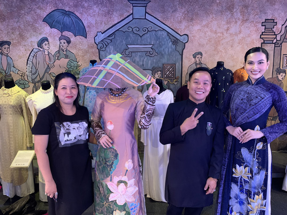 Fashion designer Viet Hung (2nd, right) is one of designers to take part in this year's Ao dai Festival. Photo: Phuong Nam / Tuoi Tre