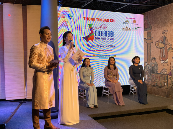 Organizers introduce the 7th Ho Chi Minh City Ao dai Festival 2020 on the stage at the event to announce the festival on October 8, 2020. Photo: Phuong Nam/ Tuoi Tre