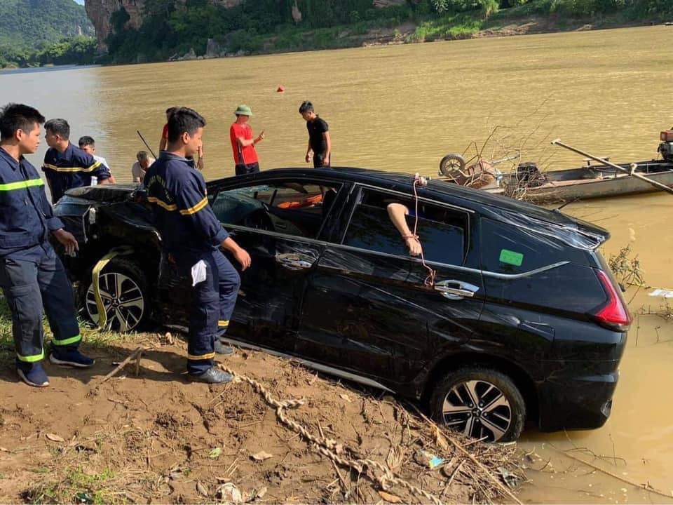 Three killed after car plunges into river in north-central Vietnam