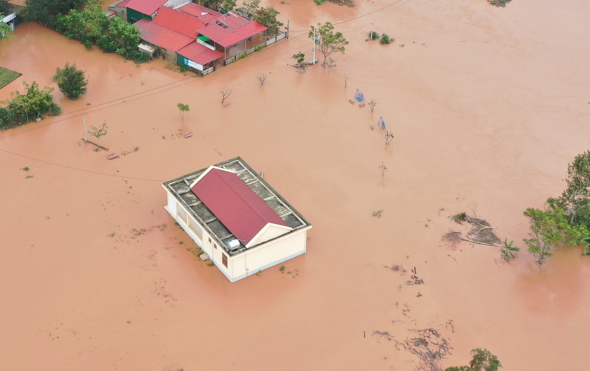 A village is flooded in Quang Tri Province, Vietnam, October 10, 2020. Photo: Truong Trung / Tuoi Tre