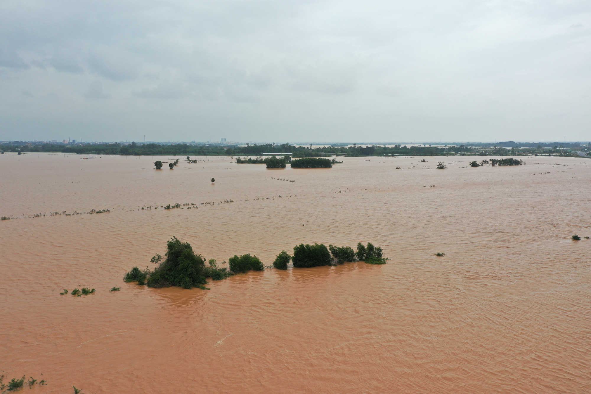 Trieu Phong District in Quang Tri Province, Vietnam is submerged on October 10, 2020. Photo: Truong Trung / Tuoi Tre
