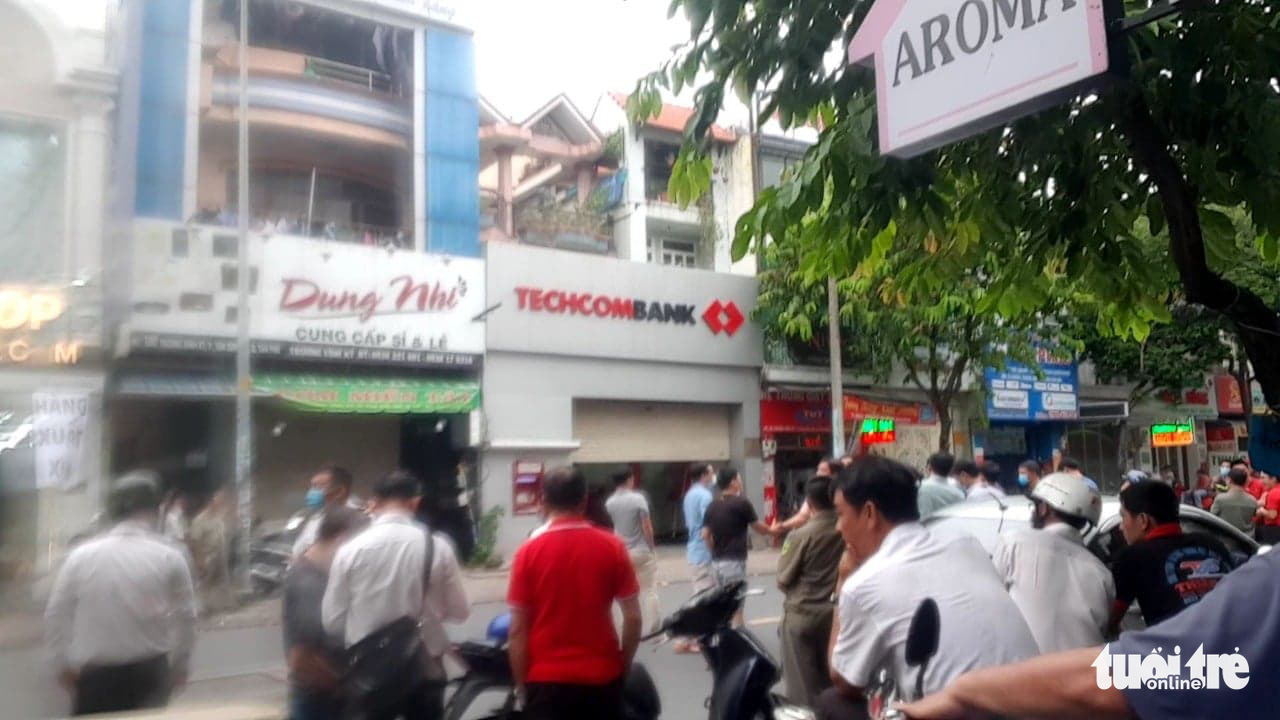 The Techcombank branch in Tan Phu District , Ho Chi Minh City where a robbery takes place on October 10, 2020. Photo: Ngoc Khai / Tuoi Tre