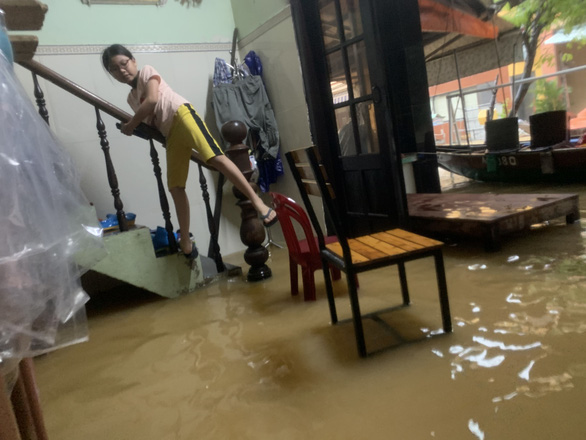A house is flooded in this photo taken in Hoi An City on Sunday. Photo: B.D. / Tuoi Tre