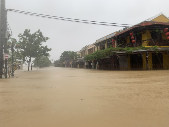 Nguyen Phuc Chu Street of Hoi An City is under in water in this photo taken on Sunday. Photo: B.D. / Tuoi Tre