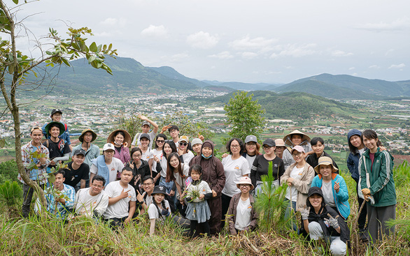 A young man's passion to make Da Lat green again