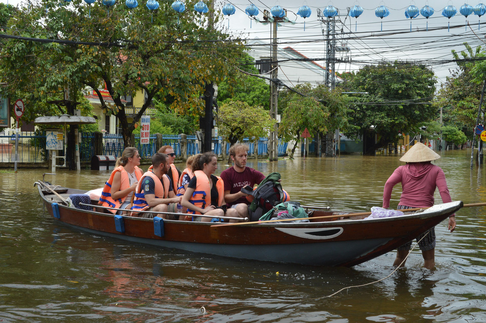 Floodwater gives rise to boat rides for tourists in Hoi An