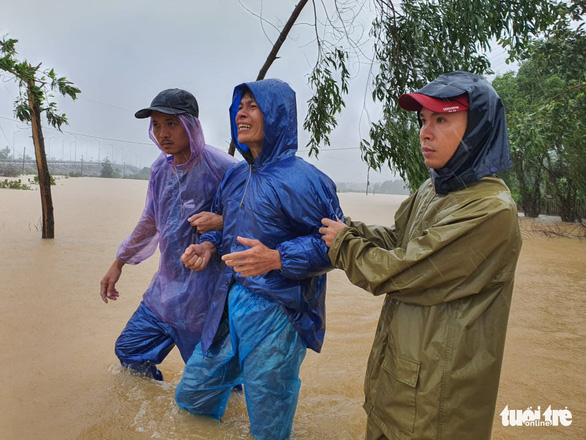 Body of pregnant woman swept away by floodwater found in central Vietnam
