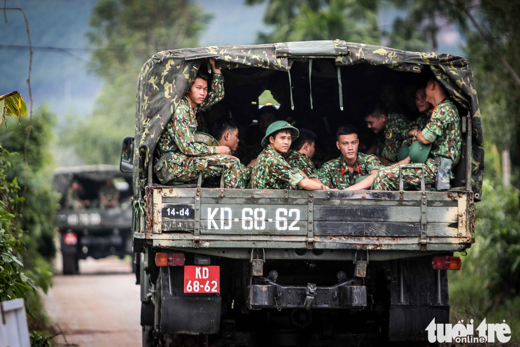 Military officers head to Rao Trang 3 hydropower plant to search for missing workers in Thua Thien-Hue Province, Vietnam, October 14, 2020. Photo: Nguyen Khanh / Tuoi Tre