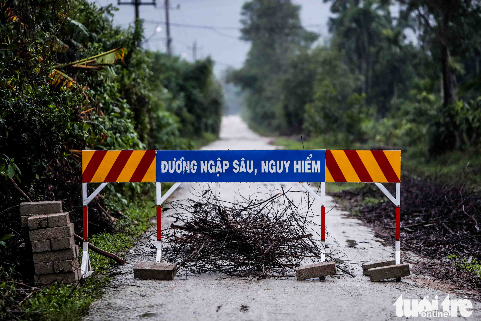 The road leading to Rao Trang 3 hydropower plant is barricaded and can only be entered by authorized rescuers and military soldiers.