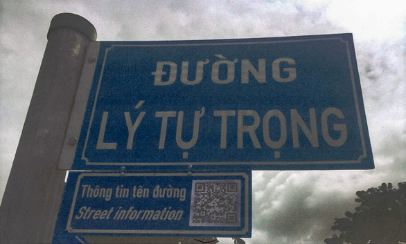 Ho Chi Minh City introduces QR readers under street name signs