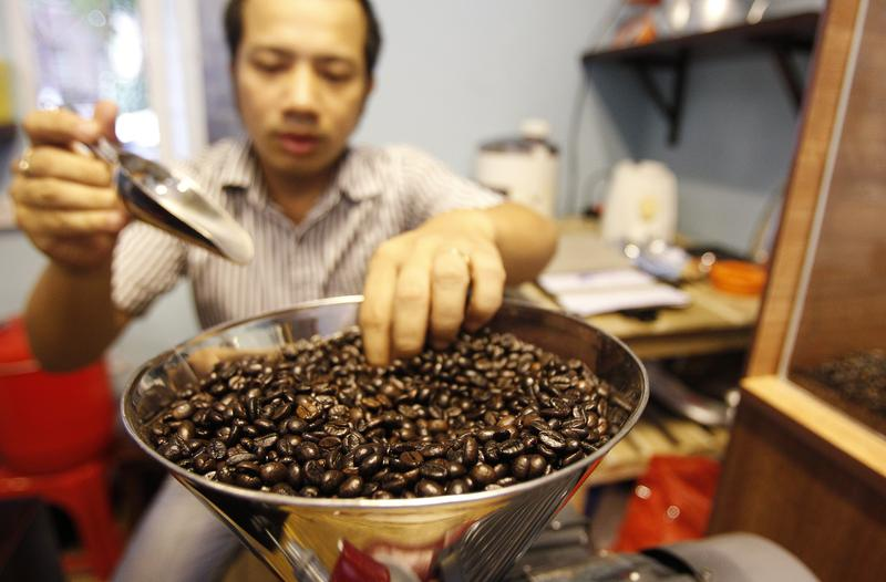 Asia Coffee-Vietnam's coffee unharmed from storm; supplies tighten in Indonesida