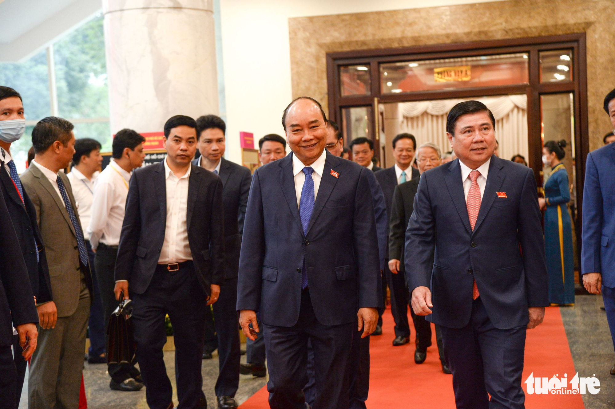 Prime Minister Nguyen Xuan Phuc (L) and Ho Chi Minh City Chairman Nguyen Thanh Phong arrive at the city's 11th Party Congress on October 15, 2020. Photo: Tu Trung / Tuoi Tre