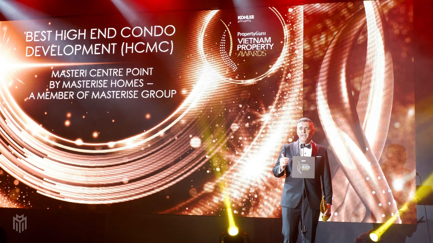 Masteri Centre Point passed a rigorous evaluation process to receive the award for Best High-End Condo Development (HCMC).