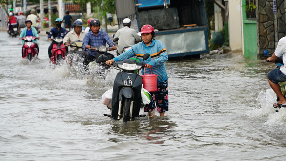 Ho Chi Minh City braces for alarming inundation as high tide coincides with torrential rain