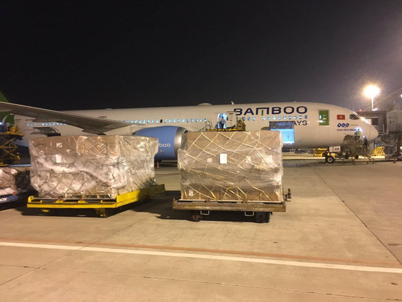 Vietnamese air carriers provide free transport of flood aid supplies to central Vietnam