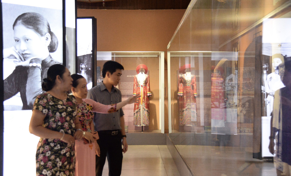 Vietnamese Ao Dai (traditional long dress) of women in southern Vietnam is on display. Photo: Tu Trung / Tuoi Tre