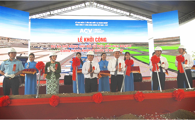A ceremony marking the initiation of the second phase of the apron expansion project at Da Nang International Airport in Da Nang City, Vietnam, October 19, 2020. Photo: V.Hung / Tuoi Tre