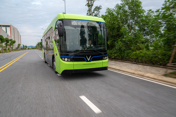 VinFast's electric bus on a test drive in this photo. Photo: B.C. / Tuoi Tre