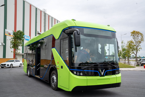 A front view of VinFast's electric bus. Photo: B.C. / Tuoi Tre