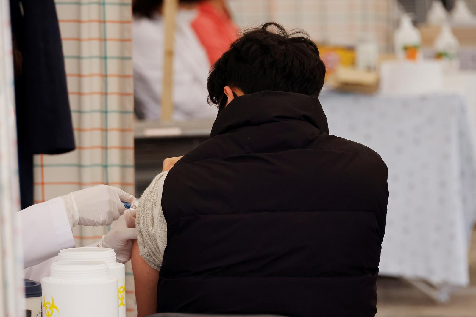 Deaths after flu shots in S.Korea fan fears, but authorities find no link