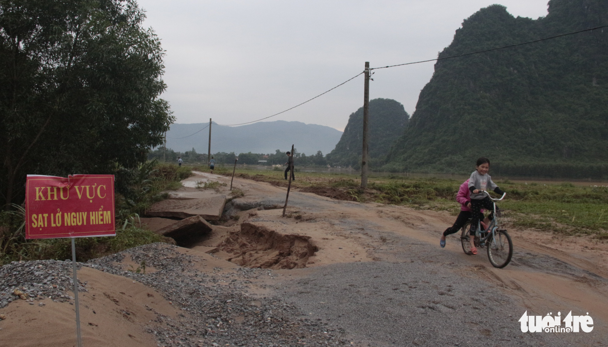 Residents live in a neighborhood with high risk of mudslides in Quang Binh Province, Vietnam. Photo: Tuoi Tre