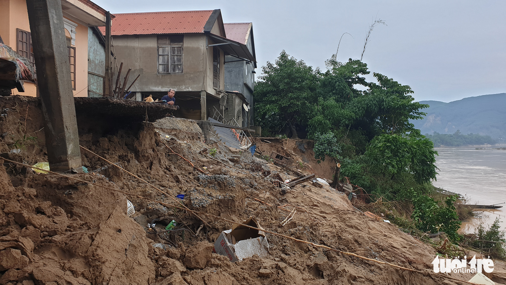 Landslide occurs at a residential area in Tuyen Hoa District, Quang Binh Province, Vietnam, October 2020. Photo: Tuoi Tre