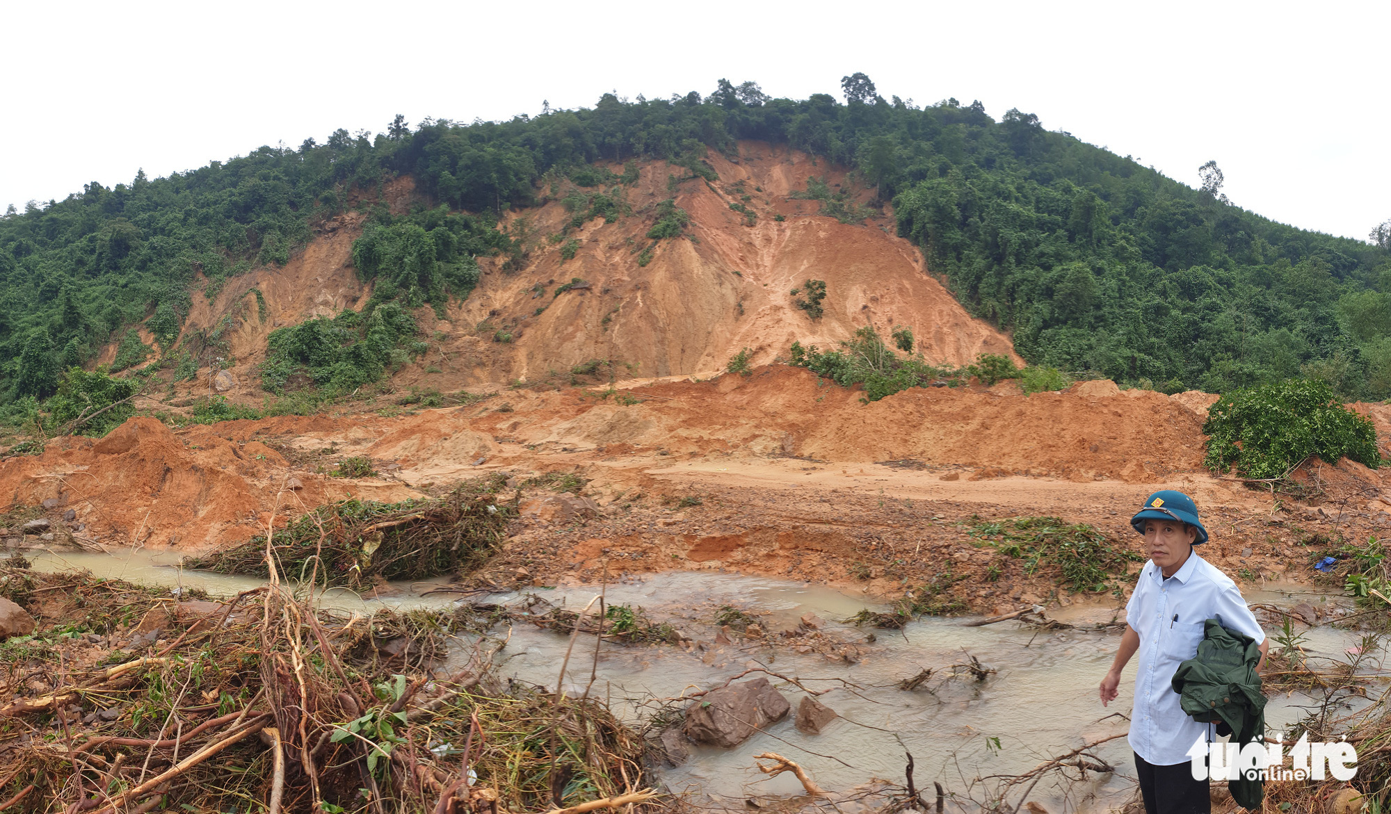A serious landslide buries an irrigation dam in Tuyen Hoa District, Quang Binh Province, Vietnam, October 2020. Photo: Tuoi Tre