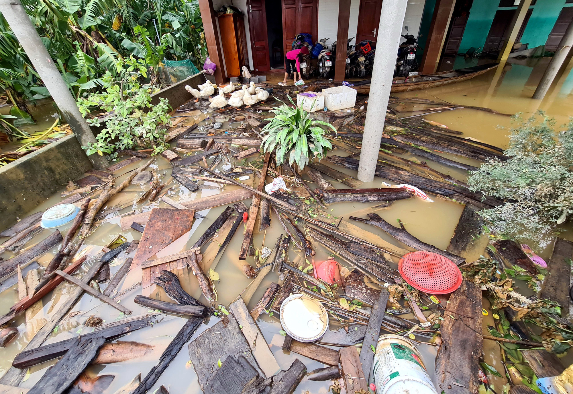 Trash fills a house as floodwater recedes in Quang Binh Province, Vietnam, October 22, 2020. Photo: Ngoc Hien / Tuoi Tre