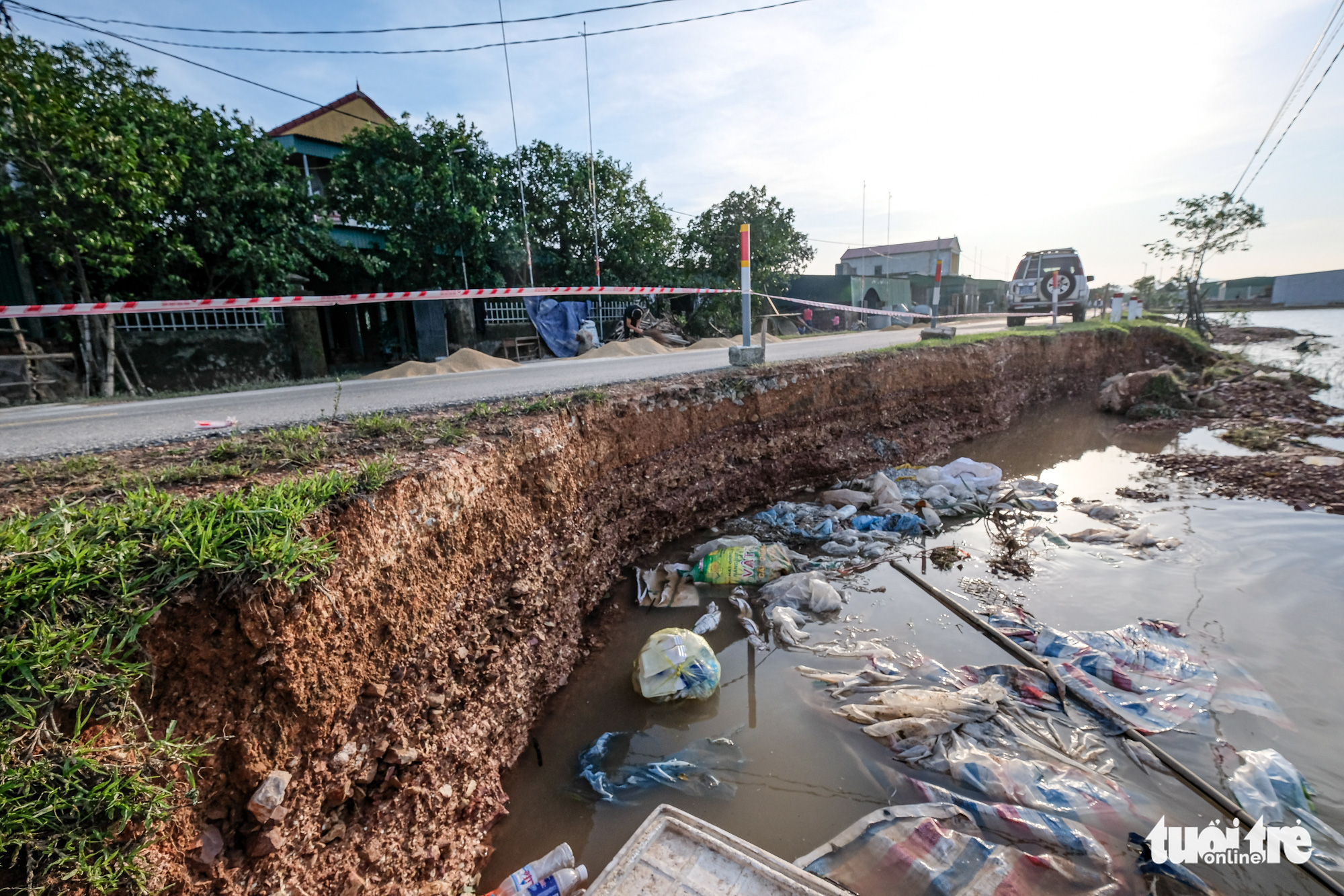 A road section is damaged by flood in Ha Tinh Province, Vietnam, October 22, 2020. Photo: Nam Tran / Tuoi Tre
