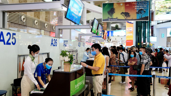 Vietnam's face mask wearing rule still compulsory for passengers
