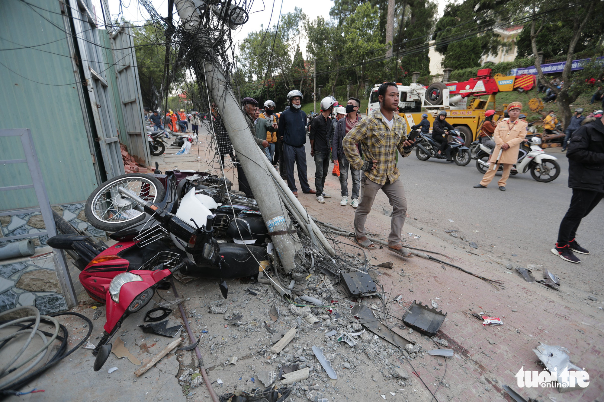 A utility pole is broke after being hit by a truck in Da Lat City, Lam Dong Province, Vietnam, October 24, 2020. Photo: M.Vinh / Tuoi Tre