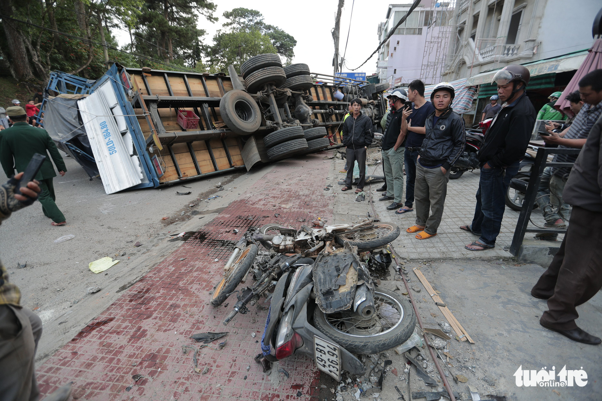 A truck is knocked on its side after sliding down a slope and crashing into multiple motorbikes in Da Lat City, Lam Dong Province, Vietnam, October 24, 2020. Photo: M.Vinh / Tuoi Tre