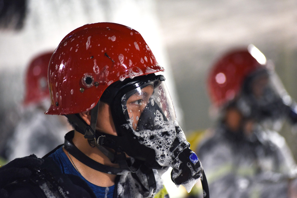 A firefighter has his gas mask covered with firefighting foam in a fire drill at the Saigon River Tunnel in Ho Chi Minh City on October 25, 2020. Photo: Duyen Phan / Tuoi Tre