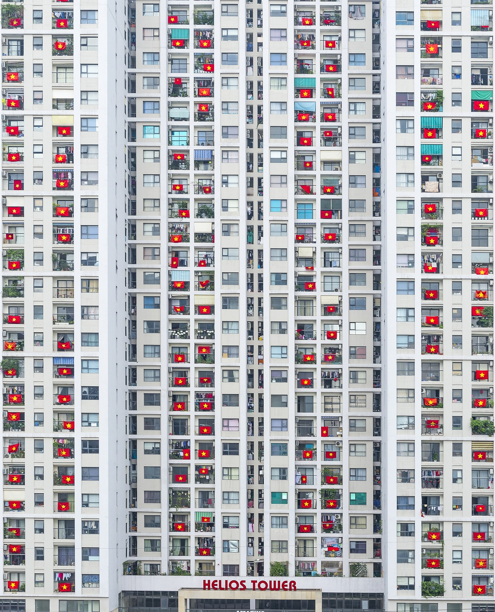 The award-winning photo by Prabu Mohan captures a building in Hanoi festooned with national flags, a sign of solidarity when Vietnam was combating the pandemic in April 2020.