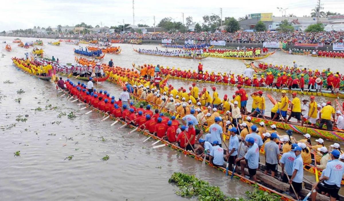 Khmer people celebrate moon worship festival in Vietnam