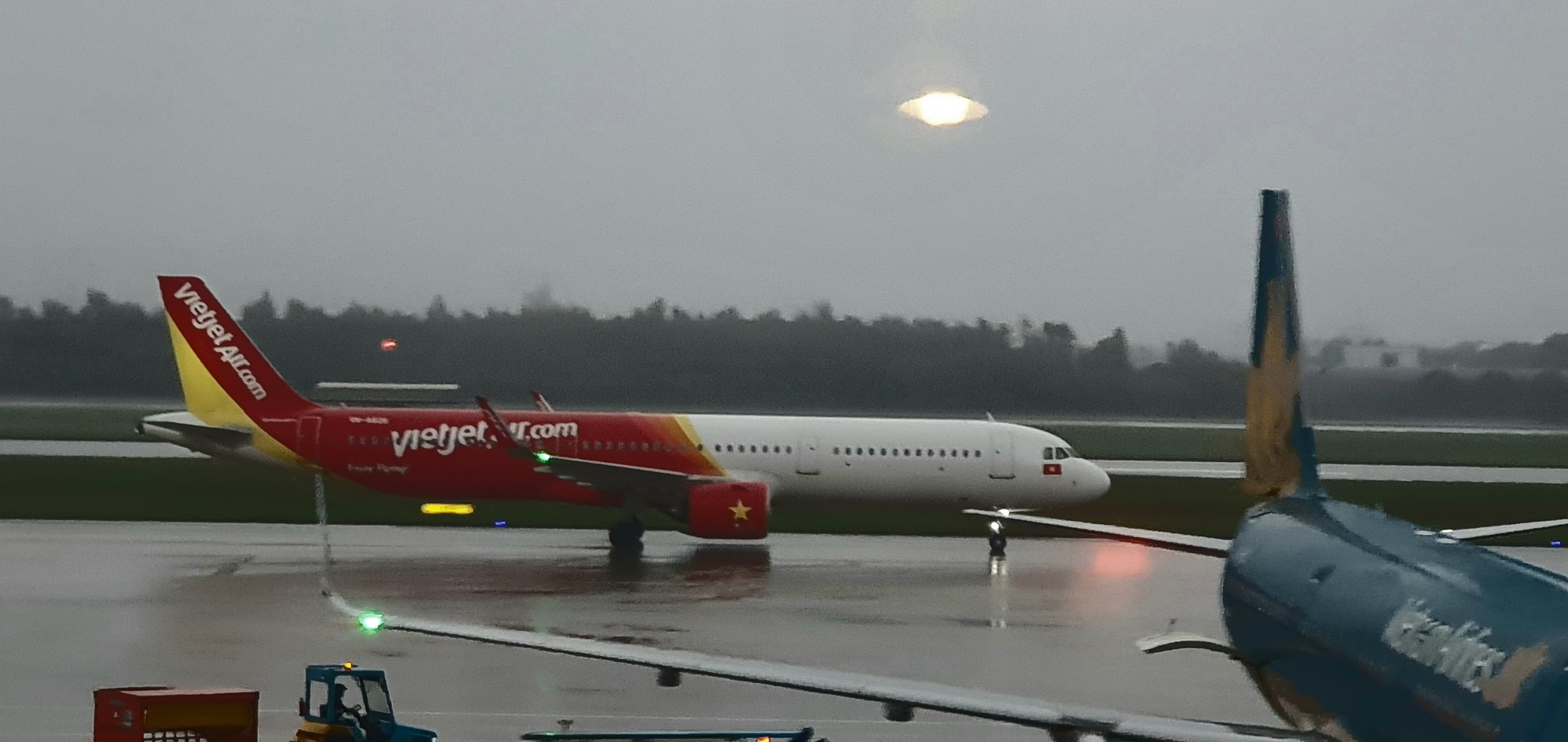 Vietnam cancels hundreds of flights due to Typhoon Molave