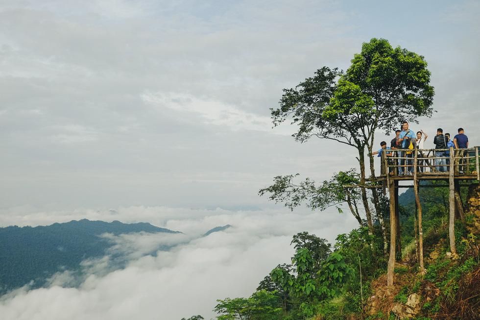 Sea of clouds attracts tourists to Hang Kia Commune, Mai Chau District, Hoa Binh Province, Vietnam. Photo: Le Hong Thai / Tuoi Tre